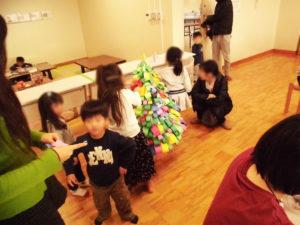 【12/8(土)、9(日) 創作活動☆クリスマスツリー作り☆】